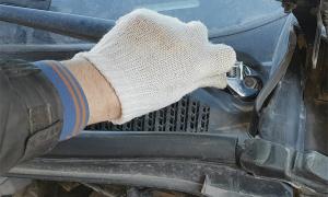 Полезное приспособление для снятия «поводков» стеклоочистителей автомобиля